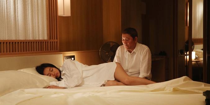 WhileTheWomenAreSleeping-Still1-actorBeatTakeshi_actressShioriKutsuna_FPP